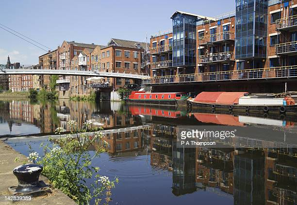 apartment blocks, brewery wharf, leeds, yorkshire, england - leeds stock pictures, royalty-free photos & images