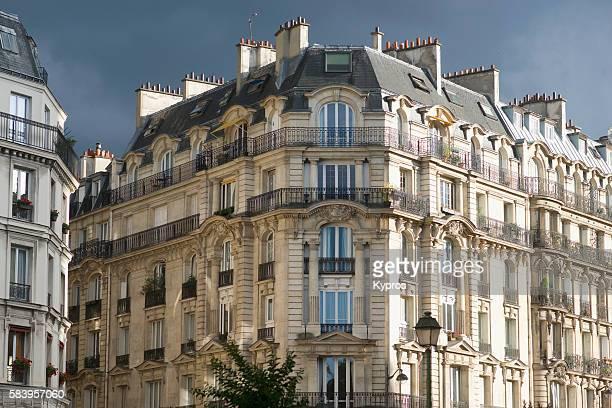 apartment building, residential structure, block of flats - altbau fassade stock-fotos und bilder