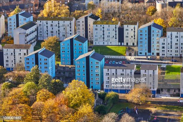 apartment buildings, block of flats, tenements, dumbiedykes flats, edinburgh, scotland - urban renewal stock pictures, royalty-free photos & images