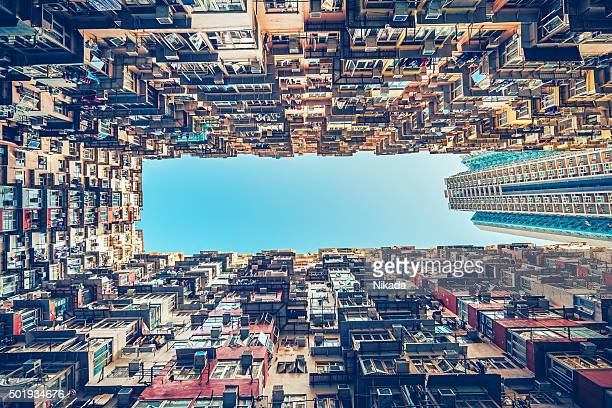 apartment buildings in hong kong, china - kowloon peninsula stock pictures, royalty-free photos & images