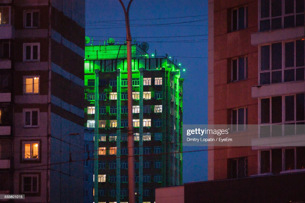 Apartment Buildings Lit Up At Night : Foto stock