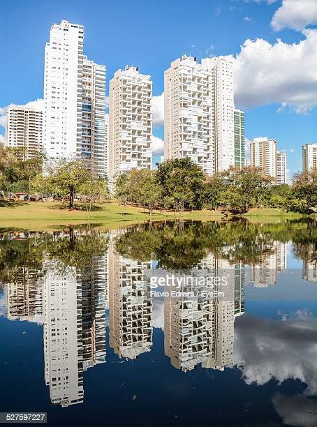 apartment buildings reflecting in water - goiania imagens e fotografias de stock