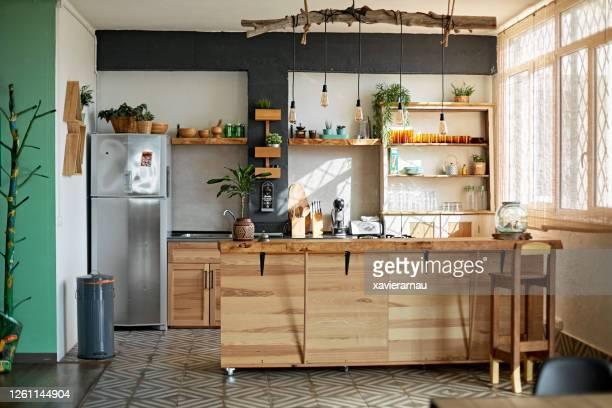 appartamento cucina in stile rustico moderno - cucina domestica foto e immagini stock