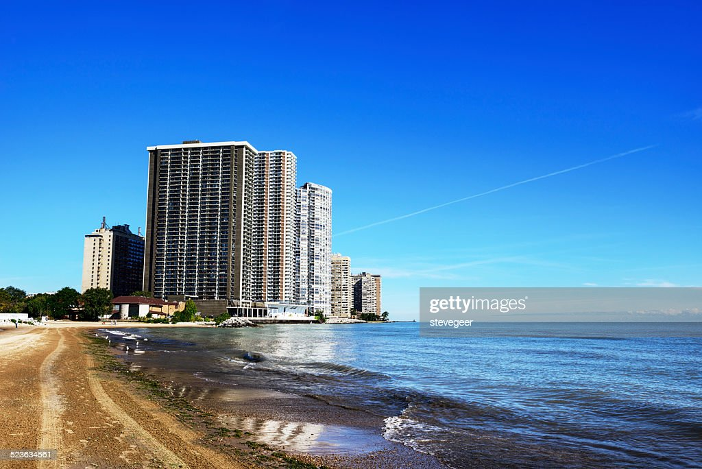 Apartment Skysers Overlooking Lake Michigan In Chicago Stock Photo