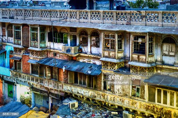apartments at the back of fatehpuri masjid located at the western end of the oldest street of delhi, chandni chowk - old delhi stock pictures, royalty-free photos & images