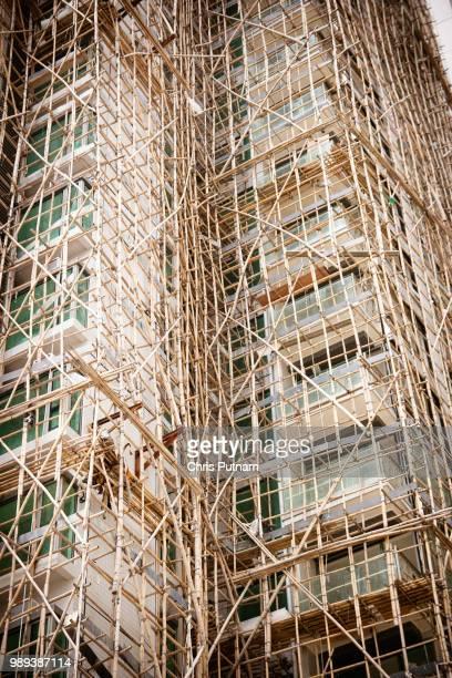 apartments under construction - chris putnam stock pictures, royalty-free photos & images