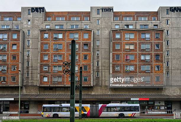 apartments,bus and tram in berlin - emreturanphoto stock pictures, royalty-free photos & images
