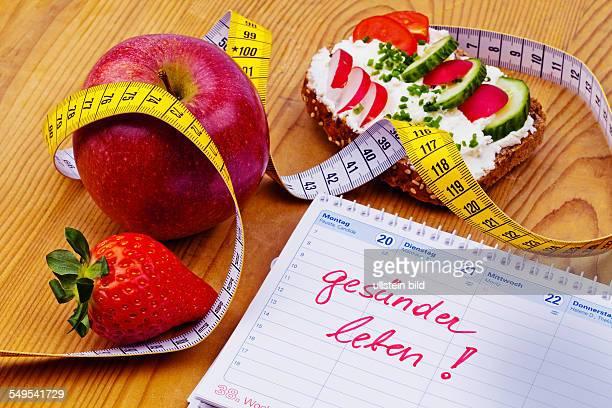 Apfel Massband Brot mit Gemüse und einem Kalender Guter Vorsatz zur Gesunden Ernährung