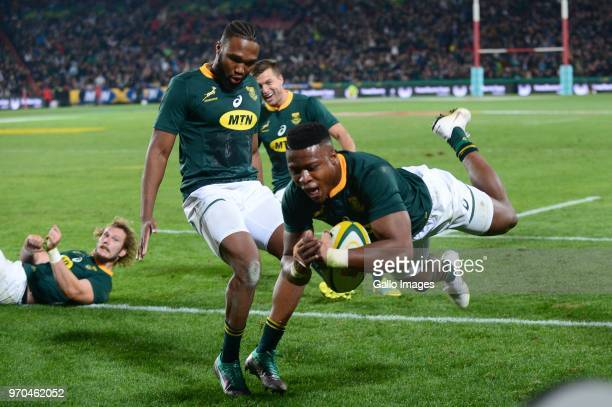 Aphiwe Dyantyi for the Springboks scores during the 2018 Castle Lager Incoming Series match between South Africa and England at Emirates Airline Park...
