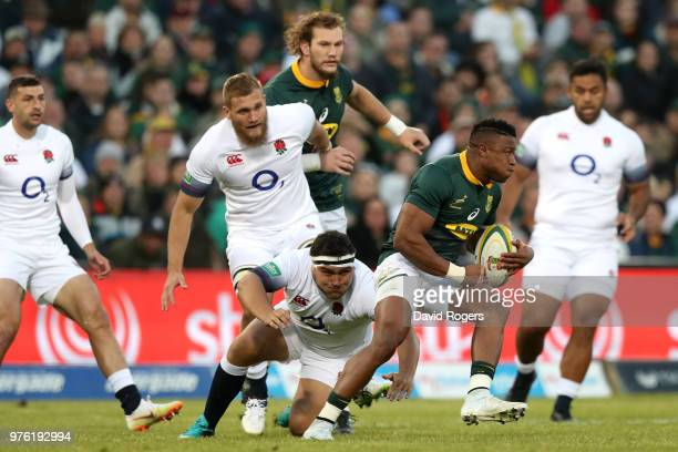 Aphiwe Dyantyi of South Africa slips the tackle from England's Jamie George during the second test match between South Africa and England on June 16...