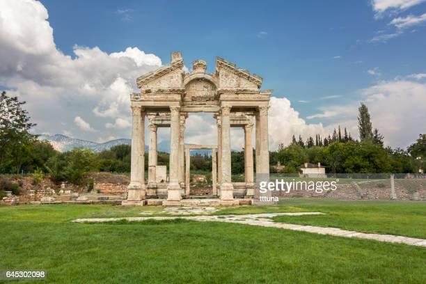 aphrodisias, tetrapylon, gateway to temple of aphrodite, turkey - priene stock photos and pictures