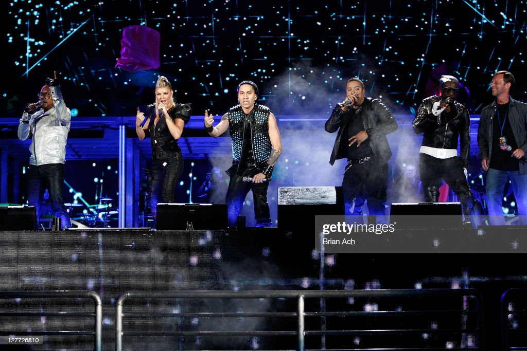 apl.de ap, Fergie, Taboo, , will.i.am, and perform onstage during CHASE Presents The Black Eyed Peas and Friends 'Concert 4 NYC' benefiting the Robin Hood Foundation at Central Park, Great Lawn on September 30, 2011 in New York City.