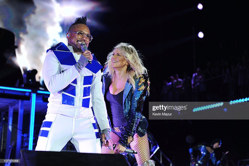 apl.de.ap and Fergie of the Black Eyed Peas perform onstage at CHASE Presents The Black Eyed Peas and Friends 'Concert 4 NYC' benefiting the Robin Hood Foundation at Central Park, Great Lawn on September 30, 2011 in New York City.