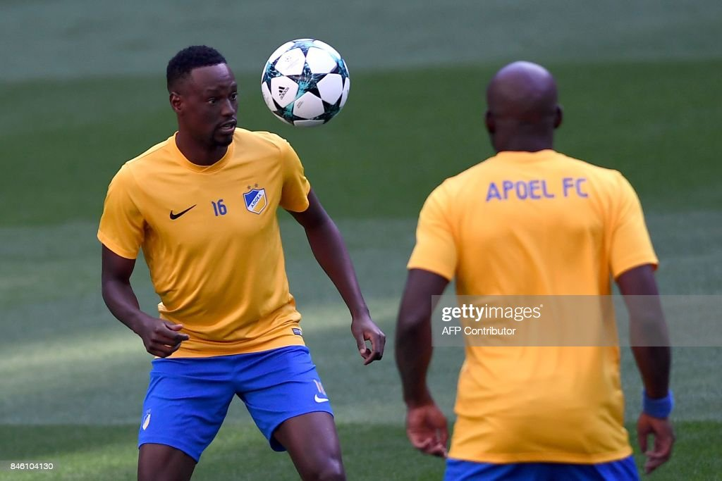 Apoel's midfielder from Brazil Vinicius (L) eyes the ball during a training session at the Santiago Bernabeu stadium in Madrid on September 12, 2017 on the eve of the UEFA Champions League football match Real Madrid CF vs Apoel FC. /