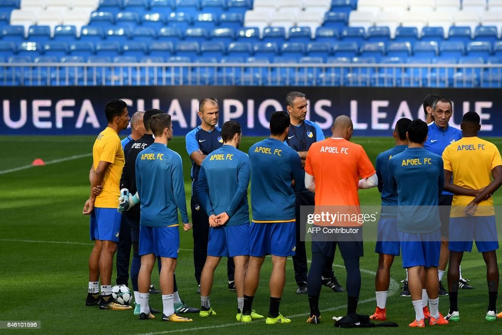 Apoel's players listen to Apoel's coach from Greece Giorgos Donis (2ndR) during a training session at the Santiago Bernabeu stadium in Madrid on September 12, 2017 on the eve of the UEFA Champions League football match Real Madrid CF vs Apoel FC. /