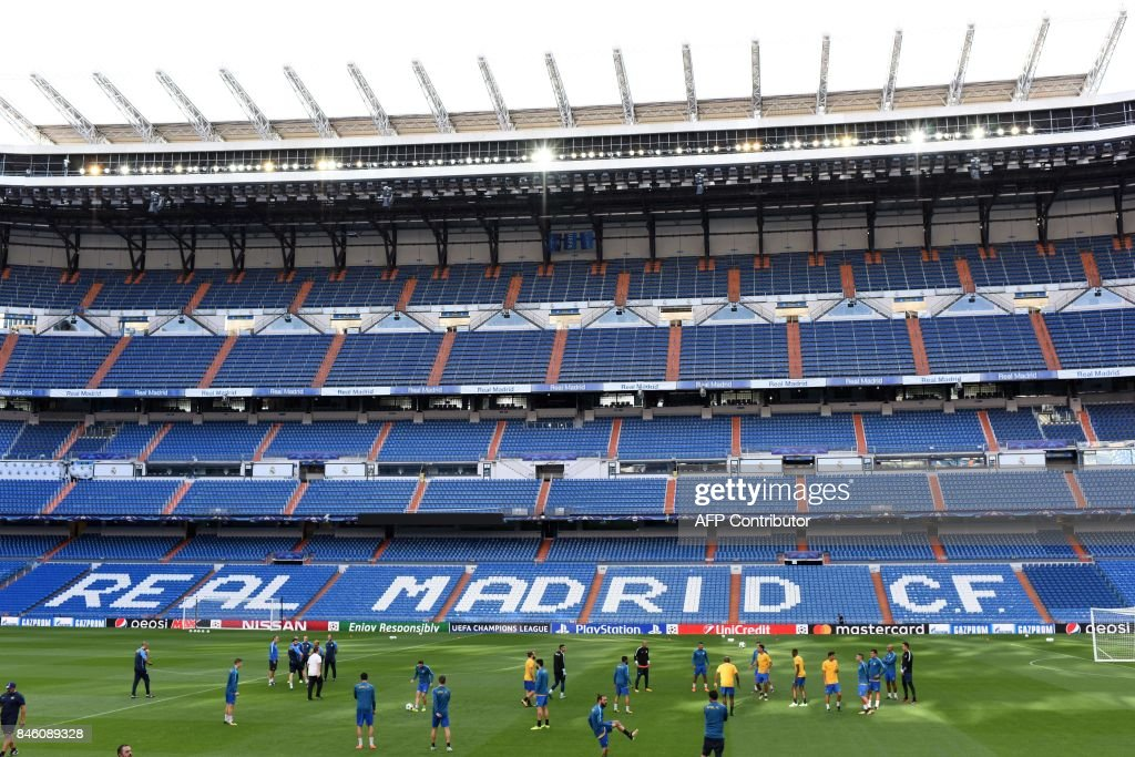 Apoel's players warm up on the pitch during a training session at the Santiago Bernabeu stadium in Madrid on September 12, 2017 on the eve of the UEFA Champions League football match Real Madrid CF vs Apoel FC. /
