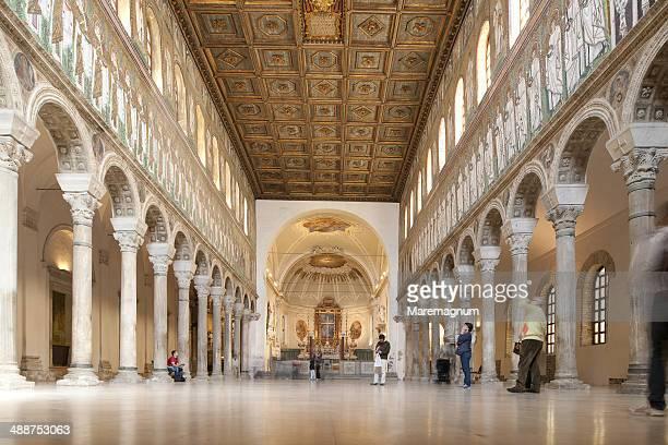 s. apollinare nuovo church (year 493-96) - ラヴェンナ ストックフォトと画像
