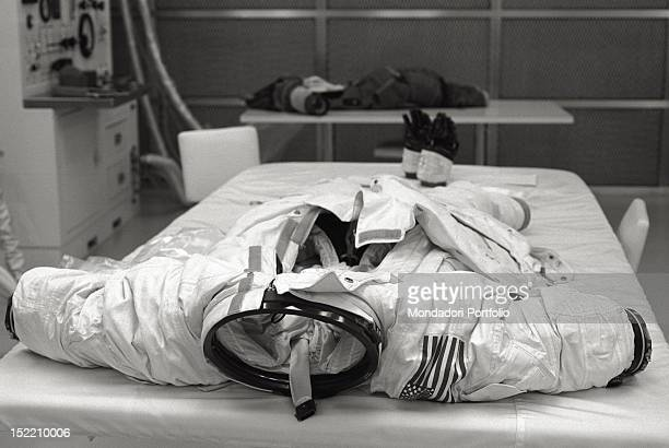 Apollo A7L spacesuit worn by the astronauts of Apollo 11 has a weight of 24471 lbs primary life support system included