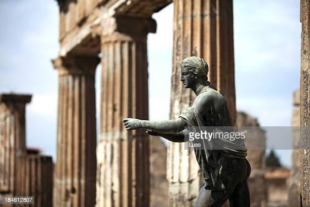 apollo statue in pompeii, italy (apollo temple) - mt vesuvius stock pictures, royalty-free photos & images