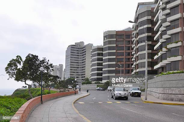 appartment buildings miraflores - markus daniel stock pictures, royalty-free photos & images