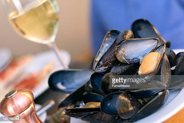 Hors-d'œuvre et de fruits de mer coquillages, des moules & vin, la cuisine gastronomique, le bouillon de l'été