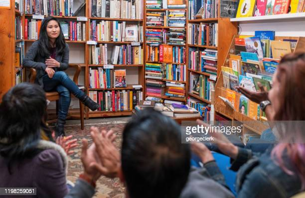 applauding the speaker - book club meeting stock pictures, royalty-free photos & images