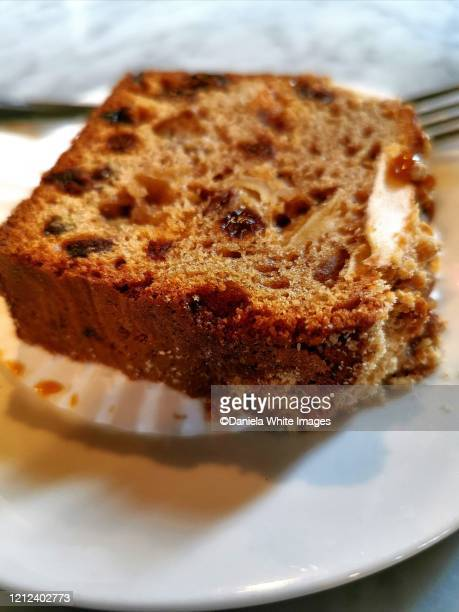 apple and sultana cake - cake stock pictures, royalty-free photos & images