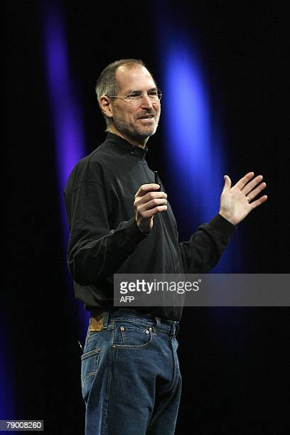 Apple CEO Steve Jobs welcomes the large crowd to his keynote at the MacWorld Conference Expo in San Francisco 15 January 2008 Jobs introduced the...