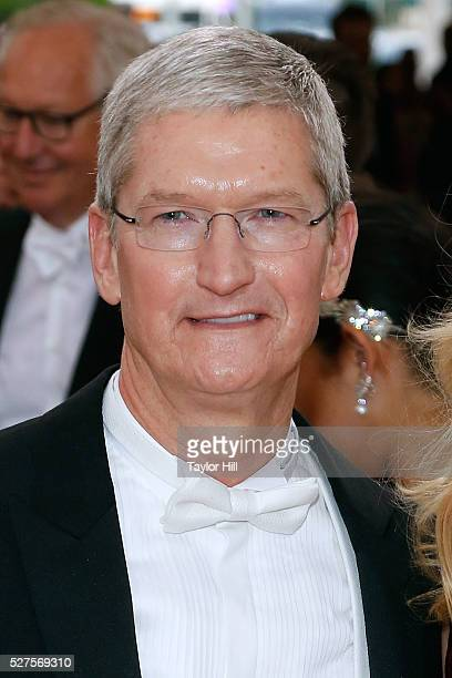 Apple CEO Tim Cook attends Manus x Machina Fashion in an Age of Technology the 2016 Costume Institute Gala at the Metropolitan Museum of Art on May...