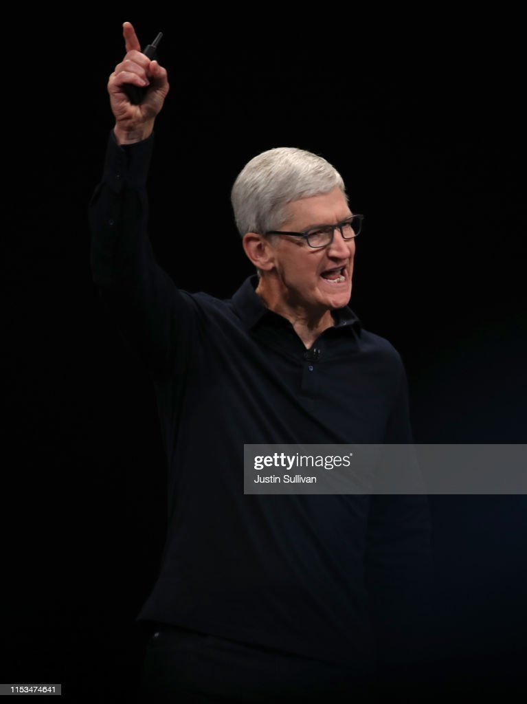 Apple CEO Tim Cook Delivers Keynote At Annual Worldwide Developers Conference : Fotografía de noticias