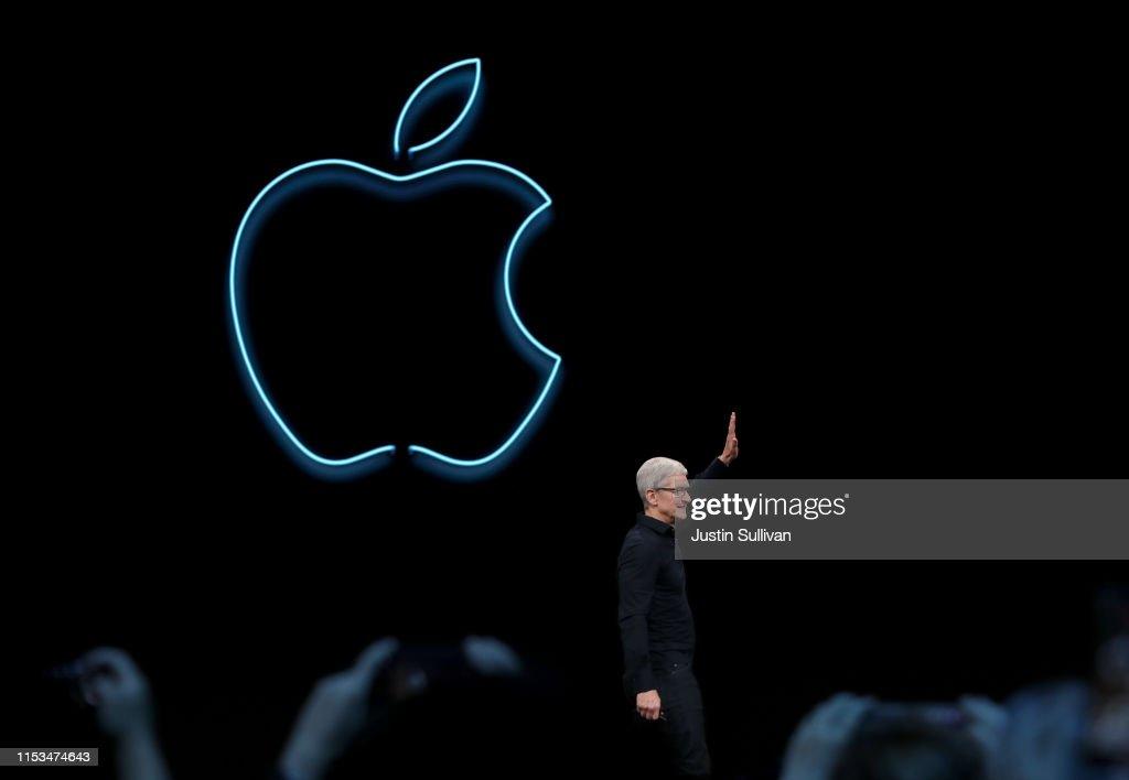Apple CEO Tim Cook Delivers Keynote At Annual Worldwide Developers Conference : Fotografía de noticias