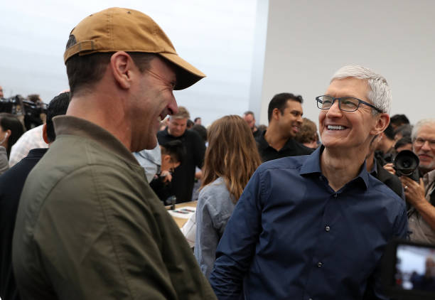 apple-ceo-tim-cook-laughs-with-actor-jon