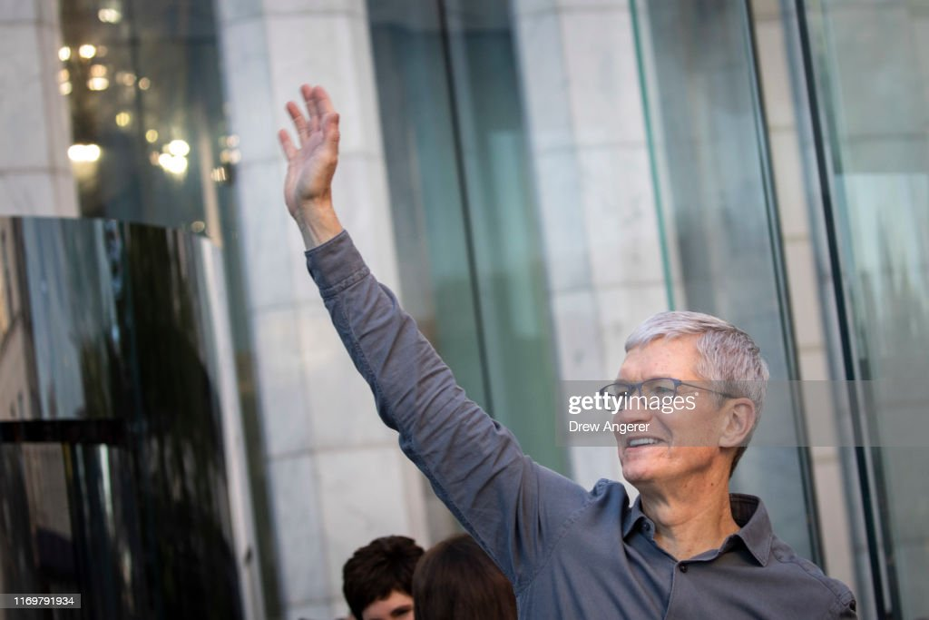 Consumers Line Up As Apple's iPhone 11 Goes On Sale In Stores : Nyhetsfoto