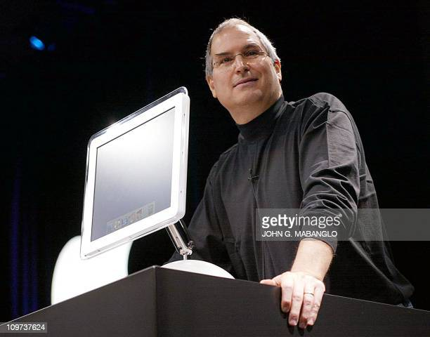 Apple Computer cofounder and CEO Steve Jobs introduces the allnew flatpanel iMac computer during his keynote speech at the MacWorld Expo 07 January...