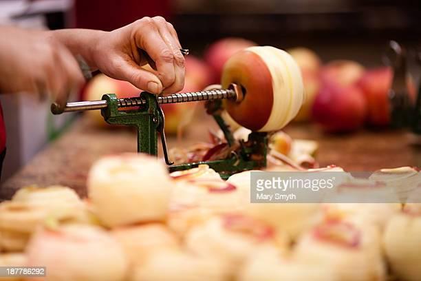 apple corer and peeler - dunschiller stockfoto's en -beelden