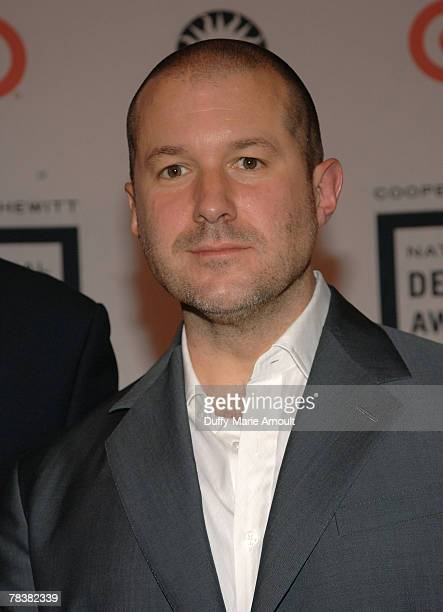 Apple designer Jonathan Ive attends the 2007 National Design Awards Gala hosted by Euardo Xol from ABC's Extreme Makeover Home Edition at the...