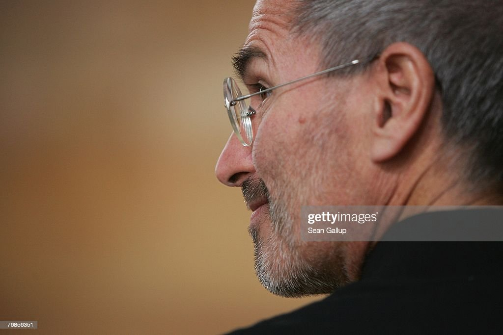 T-Mobile Gets iPhone Germany Contract : News Photo
