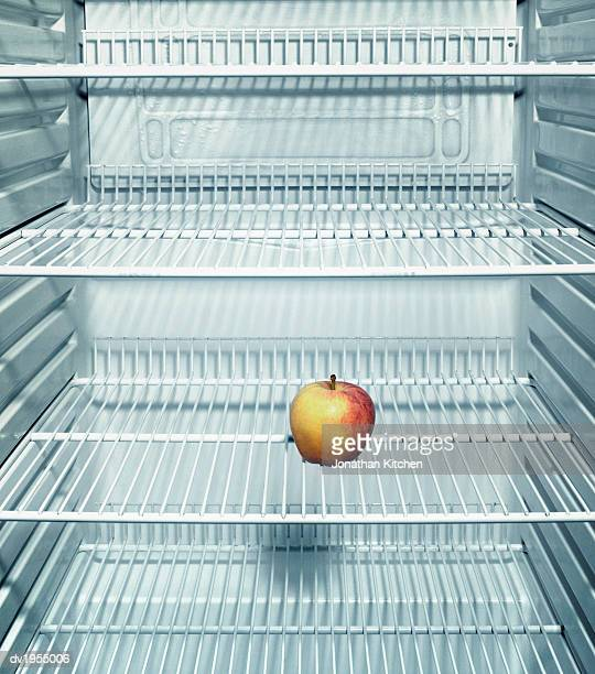 apple in a fridge - geladeira - fotografias e filmes do acervo