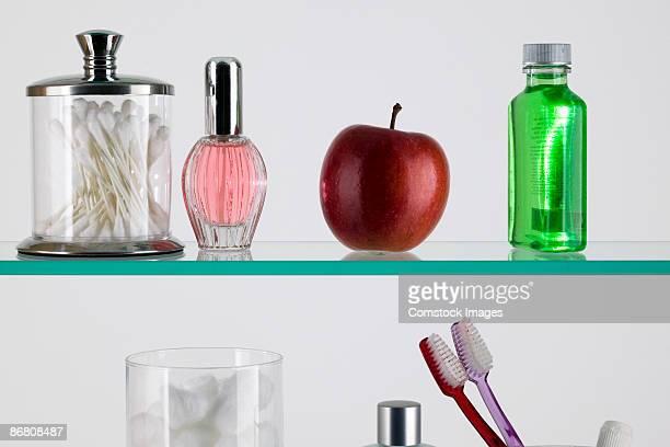 apple in a medicine cabinet - armoire de toilette photos et images de collection