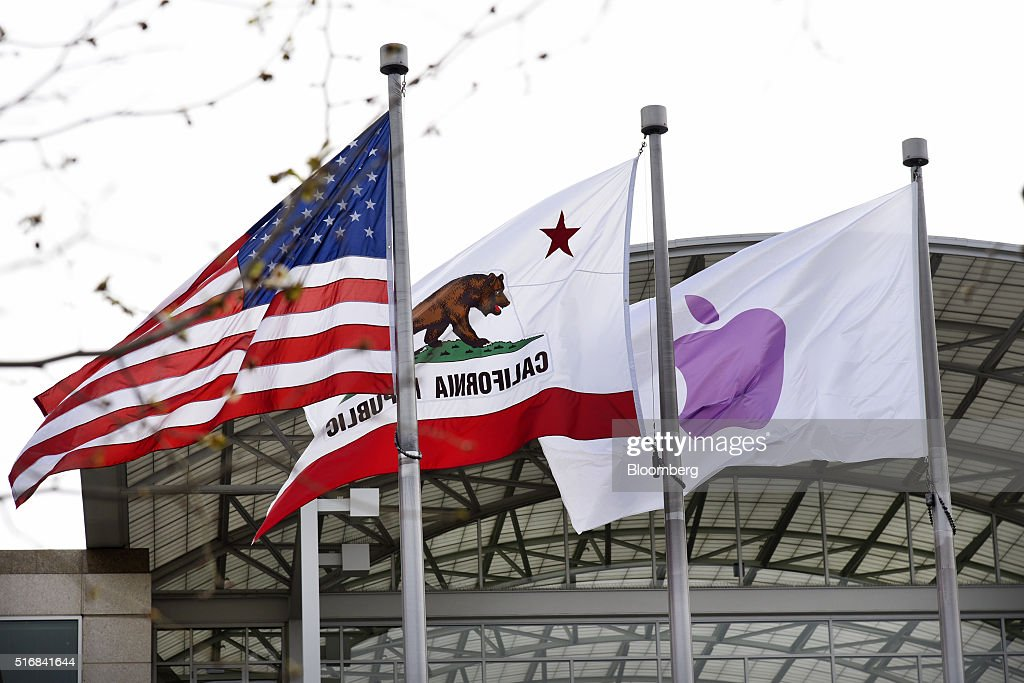 Apple Inc. Announces New iPhone And iPad Pro : News Photo