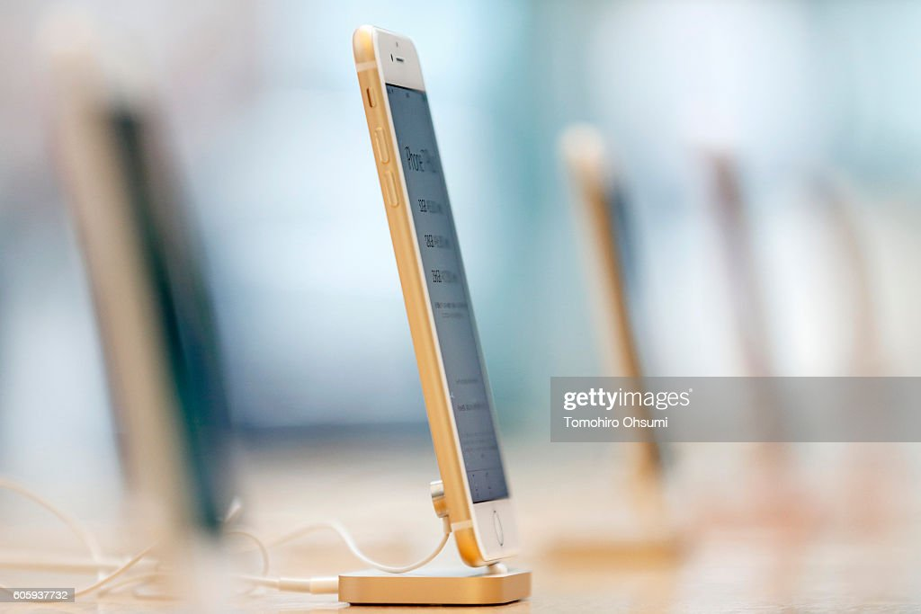 Apple Inc.'s iPhone 7 Plus, second from left, is displayed at the company's Omotesando store on September 16, 2016 in Tokyo, Japan. Apple's iPhone 7 and Apple Watch Series 2 go on sale in Japan today.