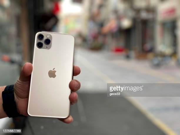 アップルのiphone 11proマックスゴールド - 数字の11 ストックフォトと画像