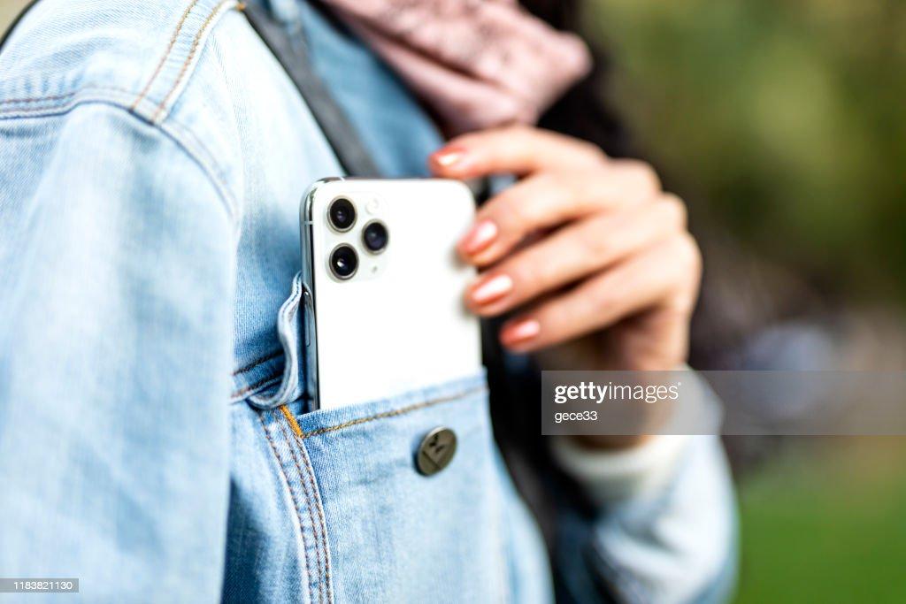 アップル iPhone 11pro シルバーホワイト : ストックフォト