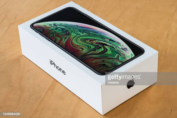 Apple iPhone Xs Max package