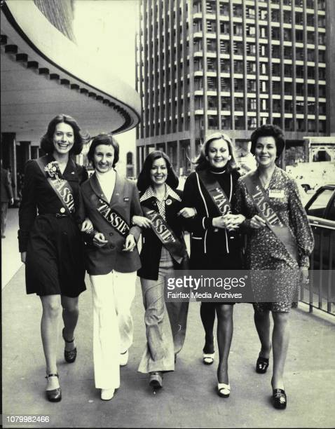 Apple Isle Girls Step It Out -- Five Tasmanian women executives of Travel look over Sydney today after arriving from Hobart to take part the 17th...
