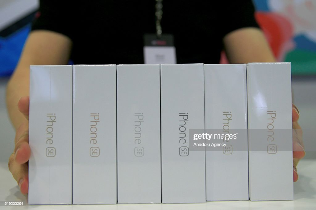 Apple launches iPhone SE in Russia : News Photo