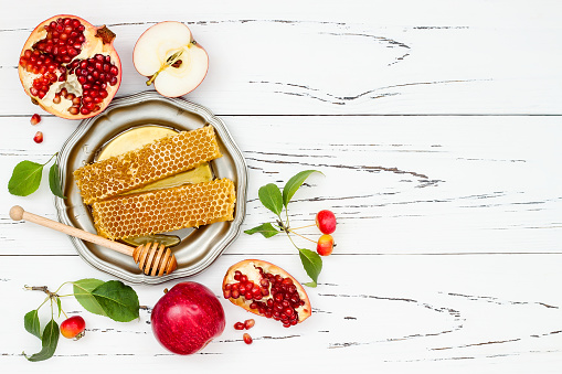 Apple, pomegranate and honey, traditional food of jewish New Year - Rosh Hashana. Copy space background 828515730