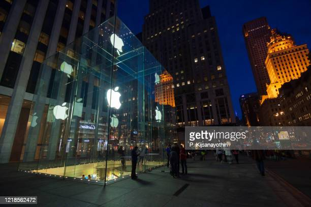 apple store fifth avenue - big tech stock pictures, royalty-free photos & images