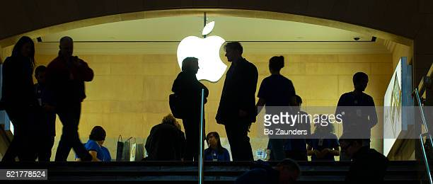 apple store in grand central terminal, new york city - apple computers stock pictures, royalty-free photos & images