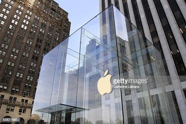 apple store in new york city. - loja da apple - fotografias e filmes do acervo